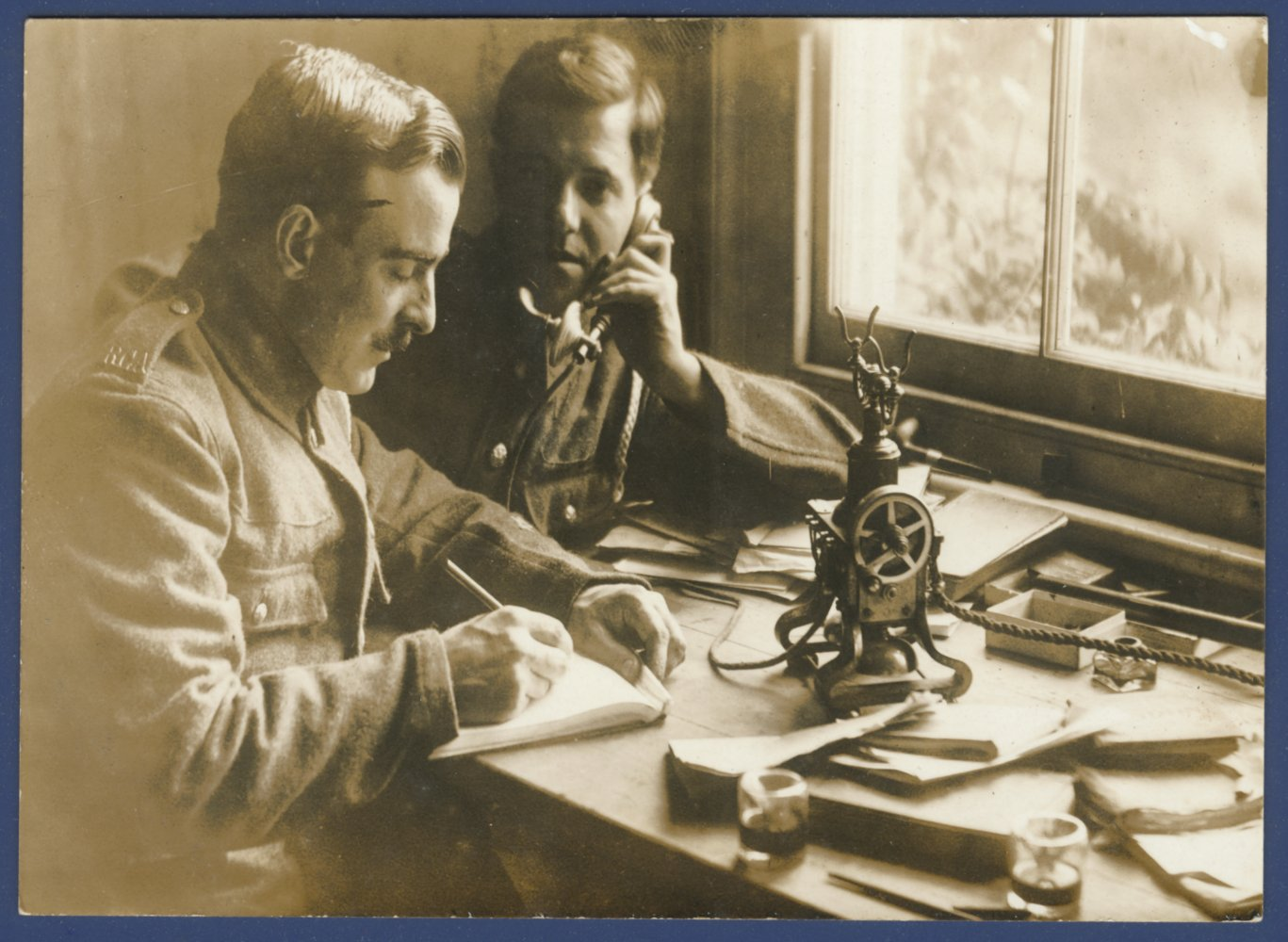First World War army signallers using a skeleton magneto telephone © BT Heritage & Archives